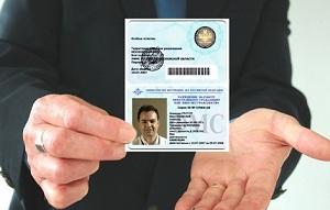 Трудовой договор с иностранным гражданином в 2017 году: образец бланка, особенности составления и заключения