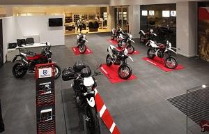 зал с мотоциклами