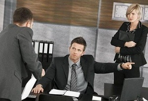 Как составить приказ об объявлении выговора работнику?